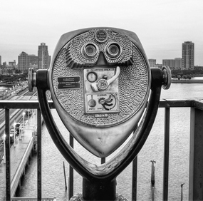 binocular-viewer-the-pier-st-petersburg-black-white